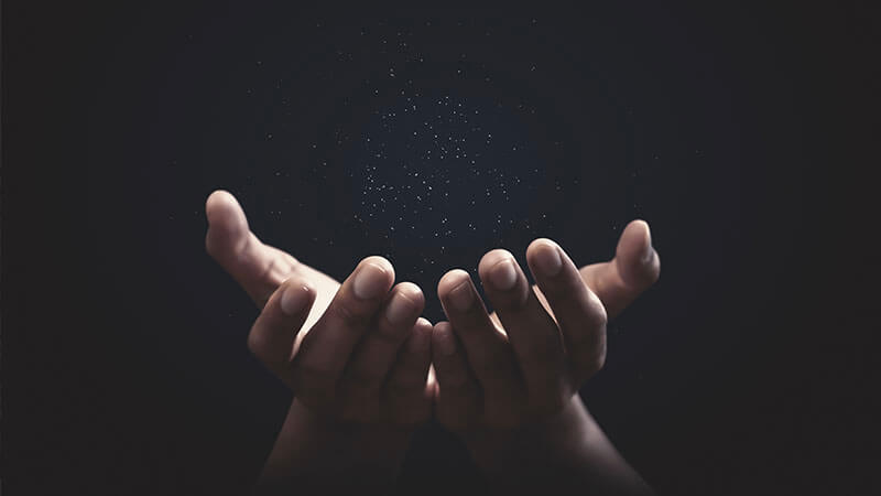 cover image of expression hands down episode of aussie english podcast with two hands reaching out and facing upwards